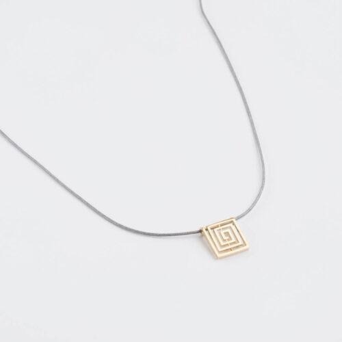 Ogrlica Pozlaćeni Lavirint na Končiću u Boji